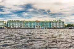 Vista do palácio do inverno, museu de eremitério, St Petersburg, Rus Imagem de Stock