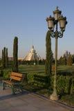 Vista do parque ao centro comercial imagens de stock