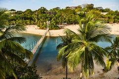 Vista do parque e da ponte de suspensão da ilha de Sentosa fotos de stock royalty free