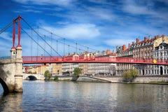 Vista do passadiço vermelho em Lyon imagem de stock