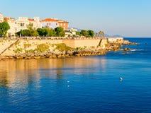 Vista do passeio e das paredes velhas do alghero Alghero, Sardinia, Italy fotografia de stock