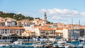 Vista do porto com iate, Sete, França Copie o espaço para o texto fotografia de stock