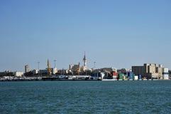 Vista do porto da carga da cidade antiga do mar de Cadiz Fotografia de Stock Royalty Free