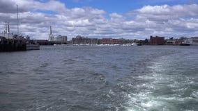 Vista do porto de Boston da parte traseira do tourboat vídeos de arquivo