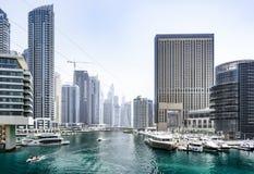 Vista do porto de Dubai - uma arquitetura da cidade foto de stock royalty free