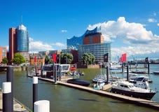 Vista do porto de Hamburgo e de Elbe Fotos de Stock Royalty Free