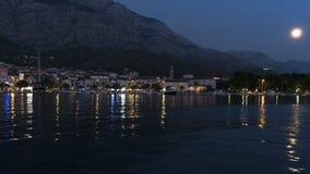 Vista do porto de nivelamento no mar de adriático em Makarska imagens de stock royalty free