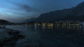 Vista do porto de nivelamento no mar de adriático em Makarska fotografia de stock