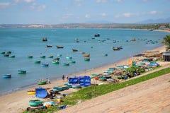 Vista do porto de pesca da vila de Muyne Vizinhanças do ` s de Fantyet, Vietname Fotografia de Stock