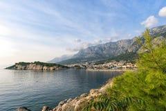 Vista do porto no mar de adriático em Makarska imagens de stock royalty free