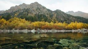 Vista do primeiro lago Baduk no outono imagens de stock
