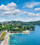 Vista do recurso luxuoso e do louro do d'Azur da costa imagem de stock royalty free