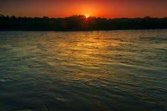 Vista do rio antes do nascer do sol Imagens de Stock