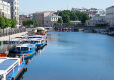 Vista do rio de Fontanka da ponte de Anichkov Imagem de Stock
