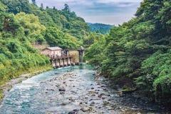 Vista do rio de Kinugawa perto do hotel de Kinugawa Onsen, Nikko, Japão imagens de stock
