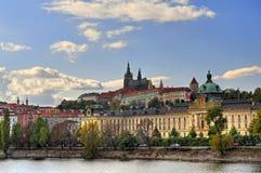 Vista do rio de Vltava imagens de stock