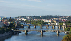 Vista do rio de Vltava e das pontes no nascer do sol, Praga, Fotografia de Stock Royalty Free