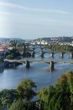Vista do rio de Vltava e das pontes no nascer do sol, Praga, o Cze Fotografia de Stock Royalty Free