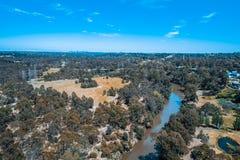 Vista do rio de Yarra que corre através do subúrbio em Melbourne fotos de stock royalty free