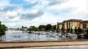Vista do rio Shannon através da cerca do ferreiro fotografia de stock royalty free