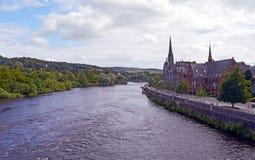 Vista do rio Tay e Tay Street da ponte velha, Perth, Escócia Imagens de Stock