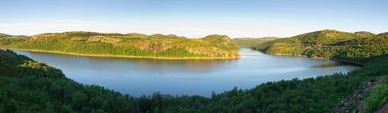 Vista do rio Teriberka Kola Peninsula Foto de Stock Royalty Free