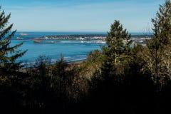 Vista do ` s do molhe de Crescent City e do porto da estrada uma fotografia de stock royalty free