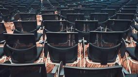 Vista do salão vazio do cinema com assentos de couro confortáveis video estoque