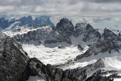 Vista do Sass Pordoi na parte superior de Val di Fassa Imagens de Stock Royalty Free