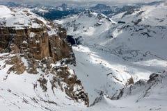 Vista do Sass Pordoi na parte superior de Val di Fassa Imagens de Stock