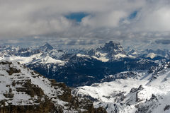 Vista do Sass Pordoi na parte superior de Val di Fassa Fotografia de Stock