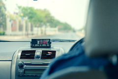 Vista do táxi com exposição do medidor em Tailândia Fotos de Stock