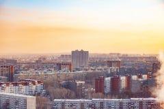 Vista do telhado do arranha-céus na cidade no ano novo imagens de stock royalty free