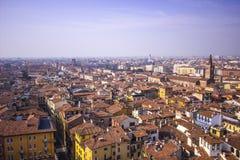 A vista do telhado das casas de Verona imagem de stock