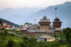 Vista do templo em sariano, Himachal Pradesh de Bhimakali, Índia Imagem de Stock