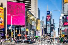 Vista do Times Square ao longo da 7a avenida Imagem de Stock