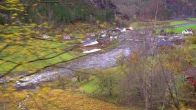 Vista do vale da montanha e da vila Flam vídeos de arquivo