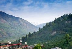 Vista do vale de Kulu com escala de Himalaya dentro Foto de Stock Royalty Free