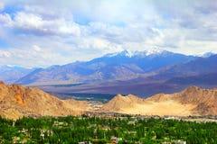 Vista do vale de Leh, da escala de Ladakh, do Jammu & do Kashmir, India do norte Imagens de Stock Royalty Free