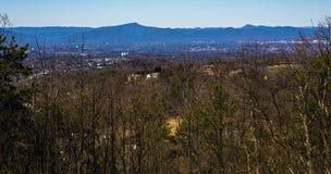 Vista do vale de Roanoke de Buck Mountain Trail Loop fotos de stock