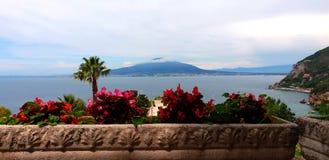 Vista do Vesúvio de Vico Equense imagem de stock royalty free