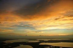 Vista dorata dell'aereo di tramonto Fotografie Stock