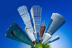 Vista dos arranha-céus modernos Imagens de Stock