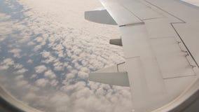 Vista dos aviões acima das nuvens vídeos de arquivo