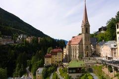 Vista dos hotéis no gastein austríaco do mau dos termas e da estância de esqui foto de stock