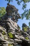 Vista dos penhascos dos sete irmãos na região de sverdlovsk foto de stock