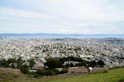 Vista dos picos gêmeos em San Francisco da área da baía Foto de Stock Royalty Free