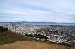 Vista dos picos gêmeos em San Francisco da área da baía Fotografia de Stock Royalty Free