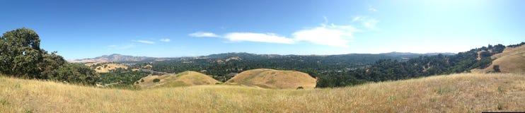Vista dos prados na fuga de caminhada em Califórnia foto de stock