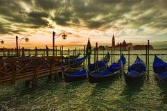 Vista dramática da gôndola da cidade de Veneza Foto de Stock